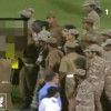 لقطات جديدة: مشجع يصفع هزازي والمولد يوجه حركة مسيئة للجماهير – فيديو