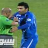 لاعب اوزبكي يحتفل مع الحكم بعد هزيمة إيران – فيديو
