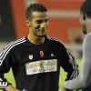 صحيفة اماراتية: نايف هزازي يفكر في اعتزال كرة القدم!