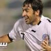 راؤول جونزاليس يحاول إقناع تشافي قائد برشلونة باللعب في قطر
