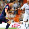 ميسي يهدي الحذاء الذهبي للاعبي برشلونة