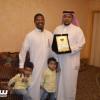 مجموعة الوفاء الإتحادية تكرم النجم السابق علي عشعوش