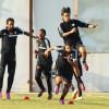 بالصور : ستامب يدرب لاعبي الشباب على الكرات العرضية و الإستحواذ
