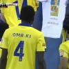 """النصراويون يرفعون قميص """" غالب """" ويهدونه الفوز أمام الشعلة"""