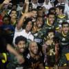 بالصور : الجبير يتوج التعاون بكأس بطولة ورسالة ومبلغ ٧٠٠٠ ريال