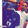 الاماراتي مبخوت يداعب الهلاليين بصورة قميص النادي