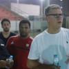 بالصور : مدرب الشباب يصل الرياض و يتفقد منشئات النادي