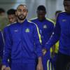بالصور : النصر يستأنف تدريباته بإجتماع المدرب مع اللاعبين وعوض وأدريان في العيادة