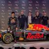 دانيل ريكاردو ودانييل كفيت يطلقان طقم الفريق لهذا العام وكسوة السيارات في لندن