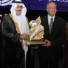 """الأمير نواف بن فيصل يسلم """"رؤوف خليف"""" جائزة زاهد قدسي لأفضل معلق عربي"""