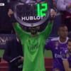 حارس ريال مدريد يحتفل بالأبطال بطريقة طريفة
