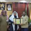أمين الجوف يكرم مدير وحدة الأمن والسلامة