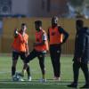 النصر يستعد للديربي بإجتماع المدرب مع اللاعبين والعنزي يرزق بمولودة