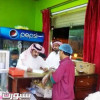 """رئيس بلدية زلوم يقف ميدانيًا على تطبيق حملة """"غذاؤكم أمانة"""""""