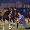 بالصور : كارينيو يجتمع بلاعبي النصر والاسترالي جونز يلتحق بالتدريبات