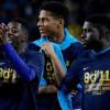 مدافع برشلونة يستغل فشل وصول دي ليخت