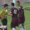 حكم يعتدي على اللاعبين ثم يطردهم في الدوري الكويتي