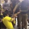 فيديو: رجال أمن يعتدون على مشجع بالضرب
