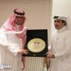بالصور : النصر يمنح رئيس الريان العضوية الشرفية والإدارتان تتبادلان الدروع التذكارية