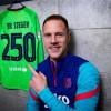 شتيغن يحتفل بالوصول إلى 250 مباراة مع برشلونة