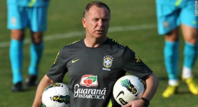 النصر يستبدل هورفات بالبرازيلي مانو مينيز