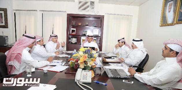 شرح الصورة: اجتماع المجلس الرابع برئاسة المعيدي