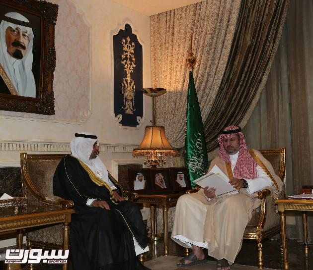 الرئيس العام مع رئيس الشعلة