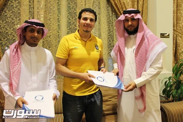 توقيع اتفاقية المدرب عادل دفتردار -2