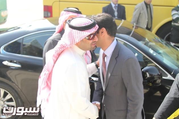 رئيس النادي مع ممثل السفارة بندر المطيري
