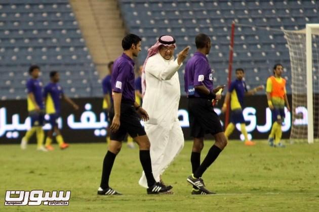 رئيس نادي النصر يسجل اسمه في الاسكورشيد ليكون دخوله لارضية الملعب نظامي