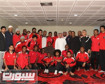 زيارة قدماء الرياض للنادي