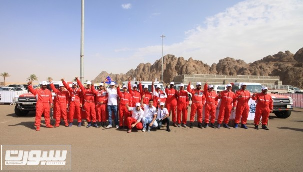 طاقم فريق تويوتا السعودي للراليات العام الماضي