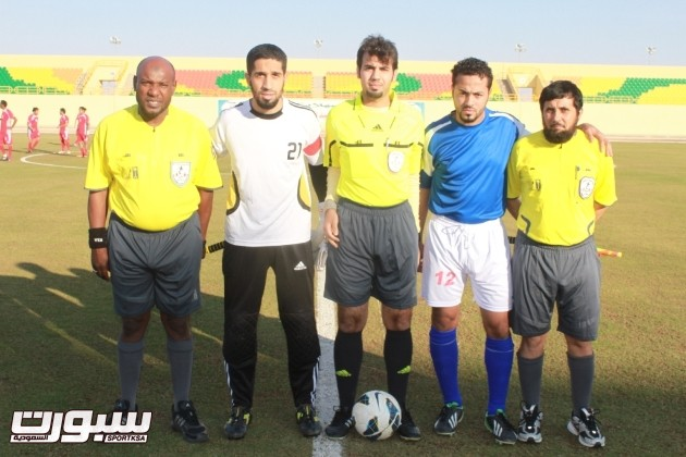 قائدا الفريقان قبل المباراة