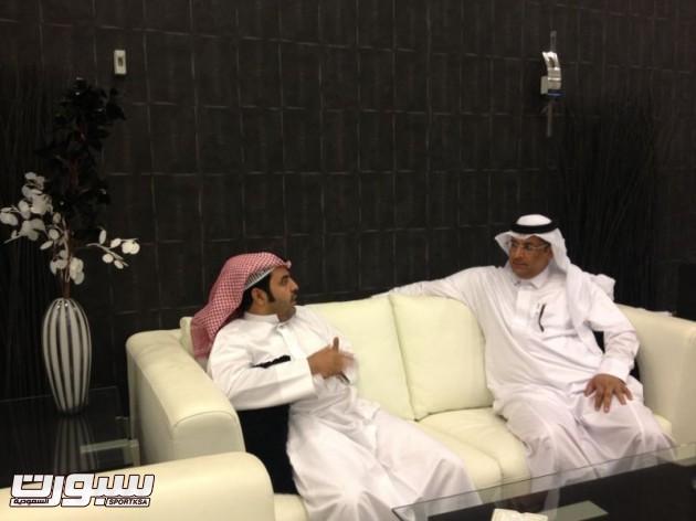 ناصر الهلال بجانب محمد الغانم