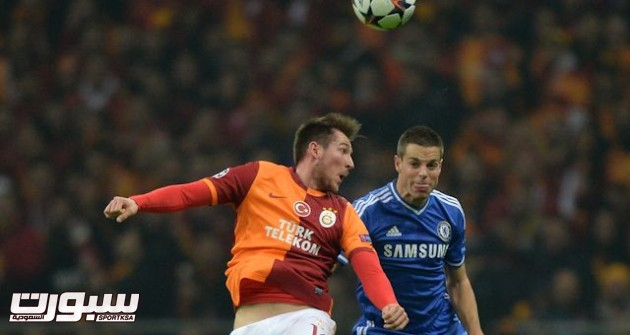Galatasaray's Izek Hajrovic and Chelsea's Cesar Azpilicueta