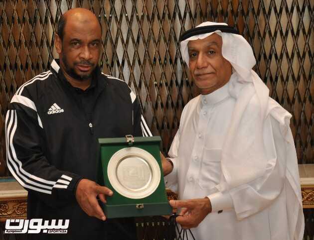 المهنا يكرم الدكتور عبدالعزيز المصطفى