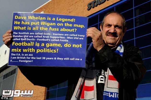 مشجع لويغان يرفع لافته يدعم فيها رئيس ناديه