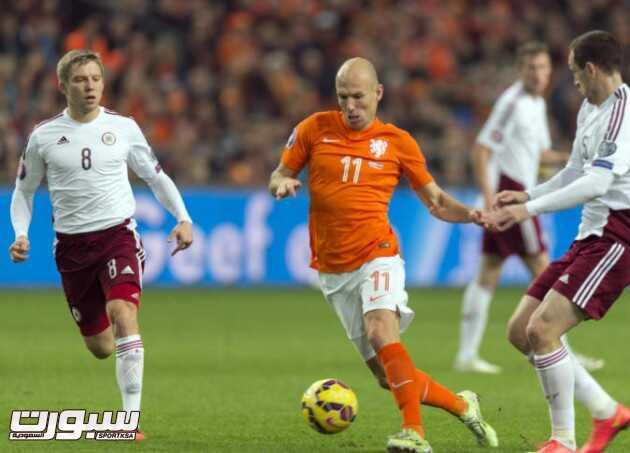 هولندا تسحق لاتفيا بنصف دستة أهداف في تصفيات اليورو