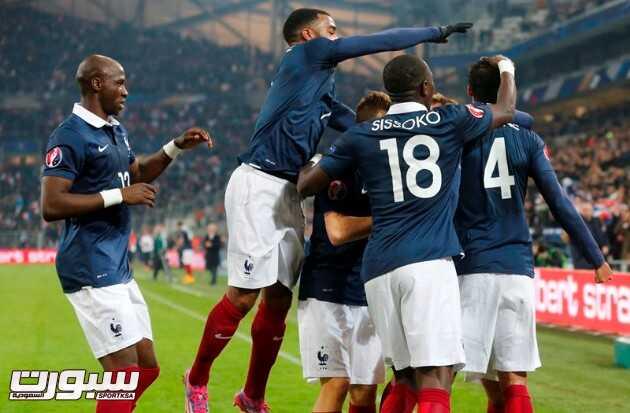فرنسا تسرق الفوز من السويد برأسية فاران