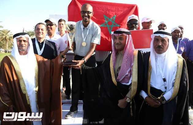 لحظة تتويج المنتخب المغربي بكاس البطولة