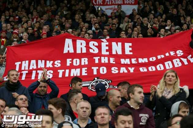 23971CC300000578-2855295-Some_disgruntled_Arsenal_fans_held_out_a_banner_suggesting_manag-31_1417387512536