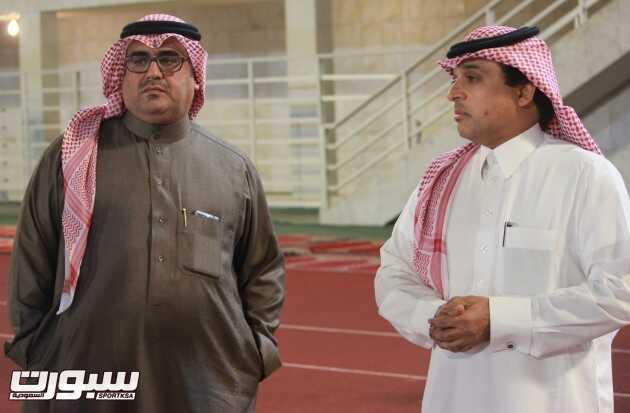 الأستاذ عدنان المعيبد وإلى جواره المشرف العام على المنتخب الأستاذ صالح أبو نخاع