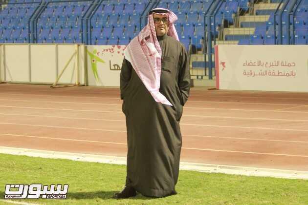 الأستاذ صالح أبو نخاع أثناء متابعته للتمرين المسائي