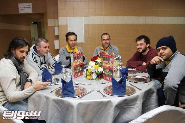 ماجد هزازي يحتفي بزملائه اللاعبين والجهازين الإداري والفني
