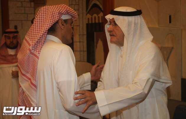 بالصور | الأمير خالد بن عبد الله يتلقى التعازي في فقيد الأمة الكبير