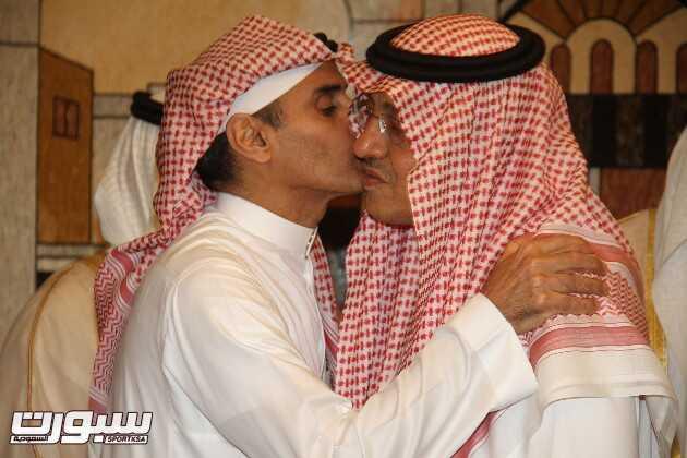 الأمير خالد بن عبد الله يتلقى تعازي الأمراء والمعالي والسعادة ووجهاء المجتمع والمواطنين في فقيد الأمة الكبير