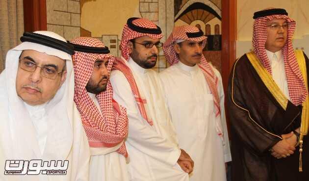 الأمير خالد يستقبل تعازي أصحاب السمو الأمراء والفضيلة والسعادة وجموعا من المواطنين