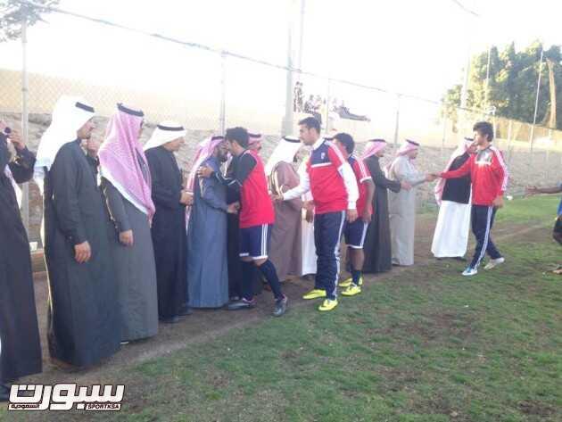آل مجثل يتبرع بـ 50 ألف .. محبي وأهالي أبها يدعمون الفريق الأول
