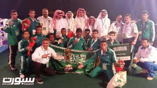 المنتخب السعودي في لقطة جماعية بعد التتويج