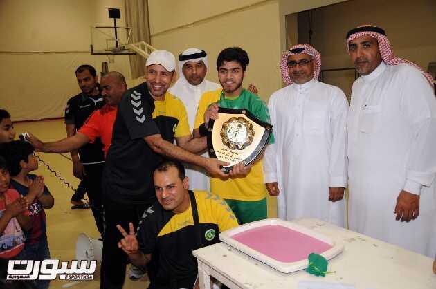 تتويج الخليج بدرع الدوري الممتاز للناشئين